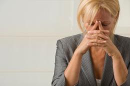 Al alcanzar la mitad de su carrera las mujeres pierden ambición en suprofesión